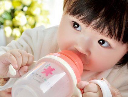 怎样让宝宝爱上喝水,宝宝不爱喝水推荐妙招