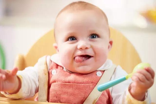 1岁宝宝发育迟缓有哪些表现,家长们一定要注意哦