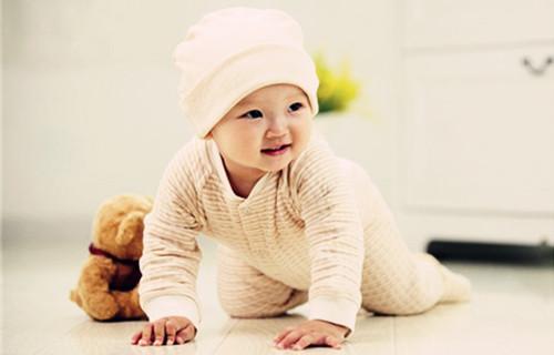 如何科学锻炼宝宝爬行